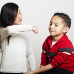 子供の兄弟喧嘩に親の介入はどこまですべきか? 上手な関与方法を知りましょう。