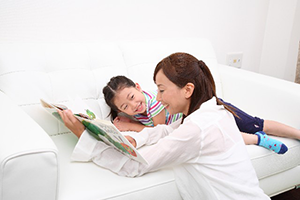 絵本の読み聞かせによる子育ての重要性