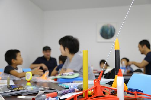 子供向けモデルロケット製作の様子