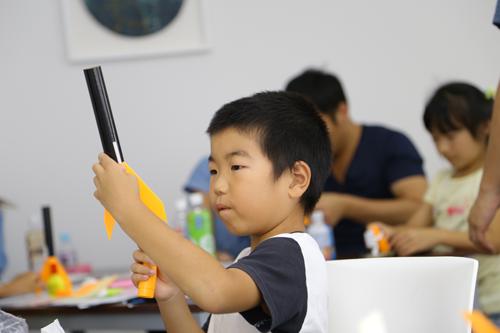 子供向けモデルロケット制作教室の様子